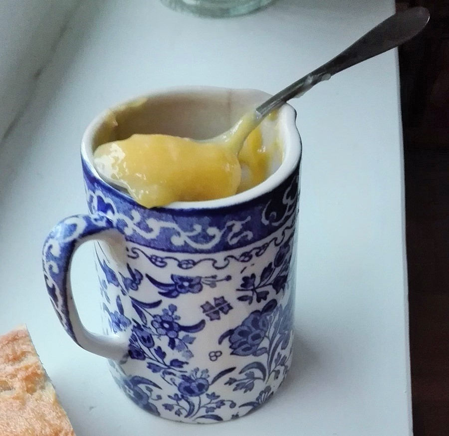 Spoonful of lemon curd