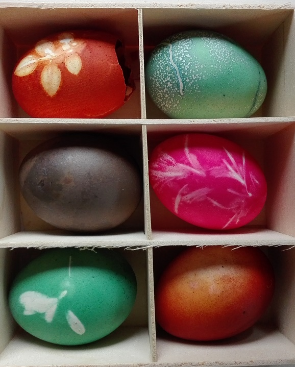 Naturally Dyed Easter Eggs ThreeSonsLater.com